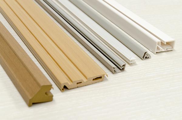 押出成形:2体成形品【(PVC低発泡・硬質PVC)+ 軟質PVC・(ABS低発泡・ 硬質ABS)+ エラストマー】