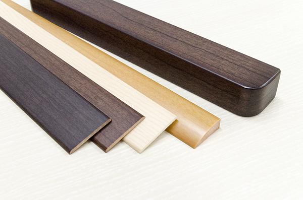 押出成形:印刷・塗装(ABS低発泡+面取り加工+木目印刷+塗装仕上げ)