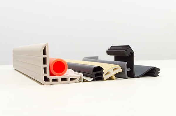 押出成形 :軟質樹脂品(軟質樹脂の単層成形と軟質樹脂の2層成形)